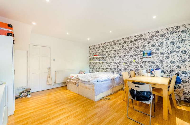 3 Bedrooms Maisonette Flat for sale in Clarence Gardens, Euston, NW1