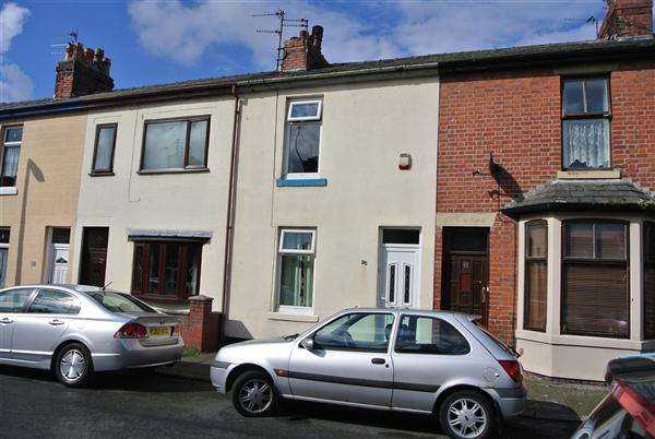2 Bedrooms Terraced House for sale in Kemp Street, Fleetwood