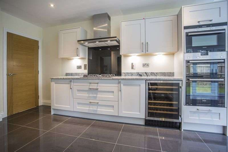 4 Bedrooms Detached House for sale in The Gorings, Gorings Mead