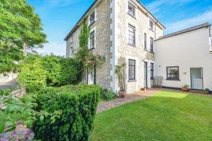 4 Bedrooms House for sale in East Cowes, Isle Of Wight