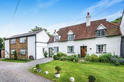 2 Bedrooms Terraced House for sale in Hastingwood, Essex
