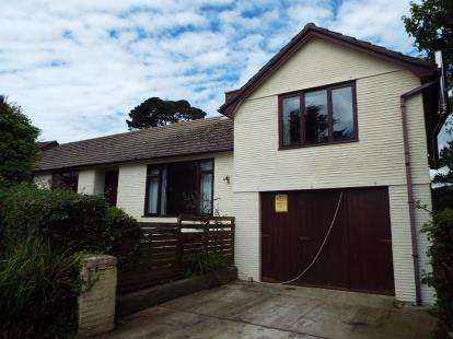 4 Bedrooms Bungalow for sale in Looe, Cornwall