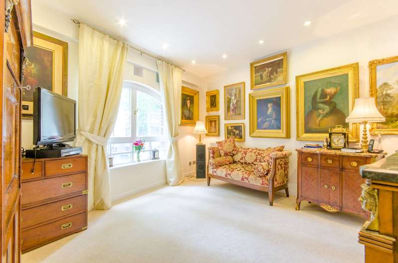 2 Bedrooms Flat for sale in Rosebery Court, Clerkenwell, EC1R