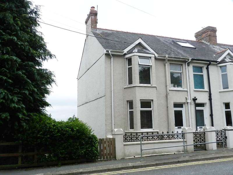 4 Bedrooms End Of Terrace House for sale in Emlyn Terrace, Goodwick, Pembrokeshire