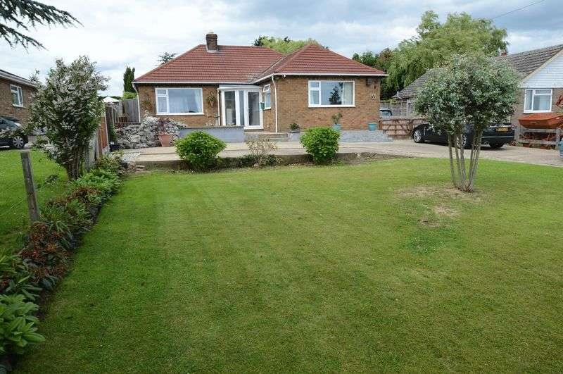 3 Bedrooms Detached Bungalow for sale in 64 Moor Lane, Martin