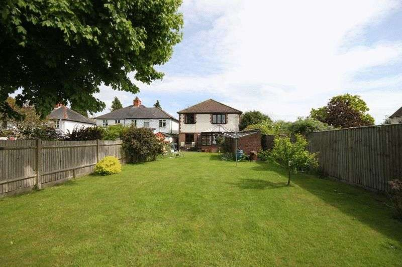4 Bedrooms Detached House for sale in Daniels Lane, Warlingham