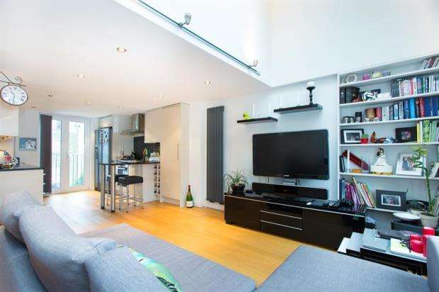 2 Bedrooms Flat for sale in Homestead Road, London, SW6