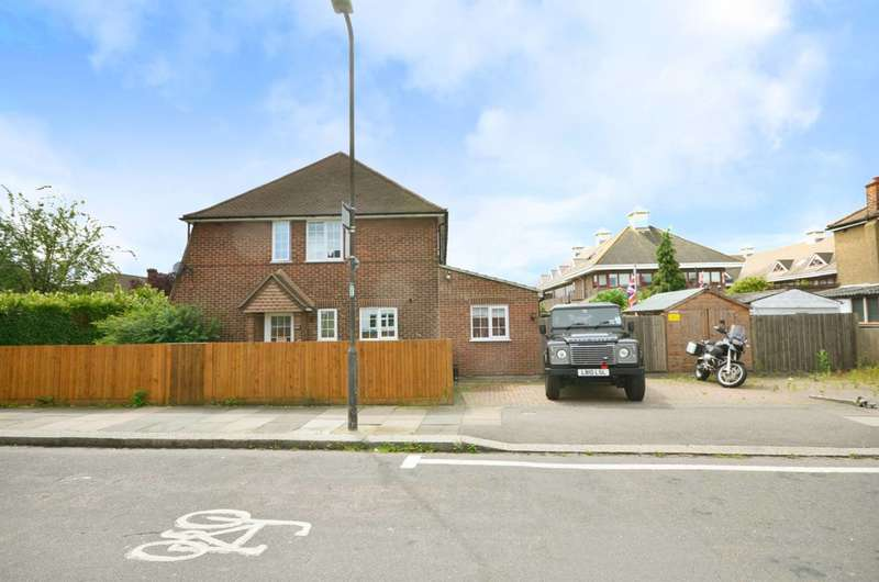 3 Bedrooms Semi Detached House for sale in West Barnes Lane, New Malden, KT3