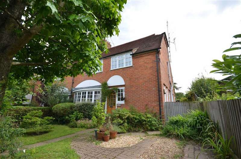 4 Bedrooms Property for sale in Weydon Hill Road, Farnham