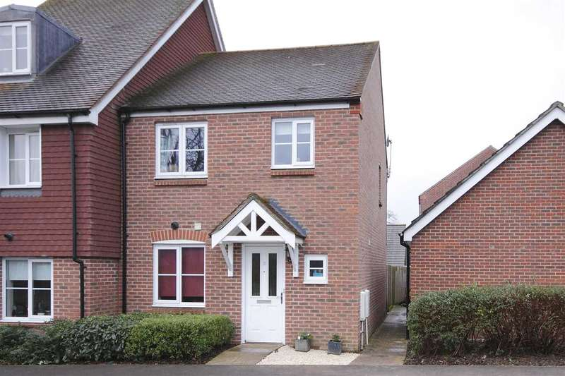 3 Bedrooms Semi Detached House for sale in Barley Road, Andover
