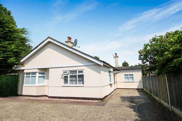 3 Bedrooms Bungalow for sale in Charminster Road, Bournemouth