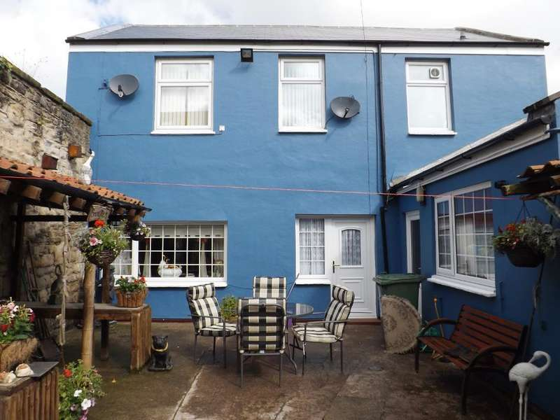 3 Bedrooms Detached House for sale in Back Queen Street, Amble, Morpeth, Northumberland, NE65 0BX