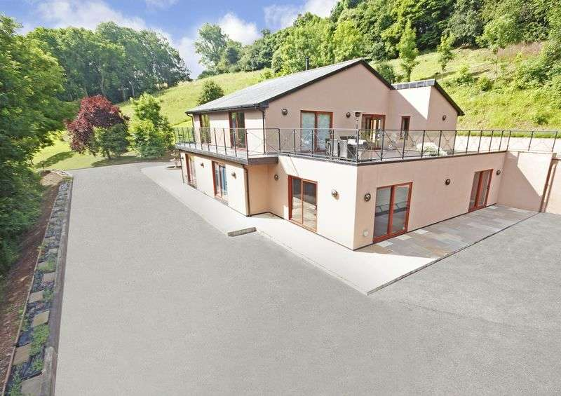 4 Bedrooms Detached House for sale in Nr Combeinteignhead