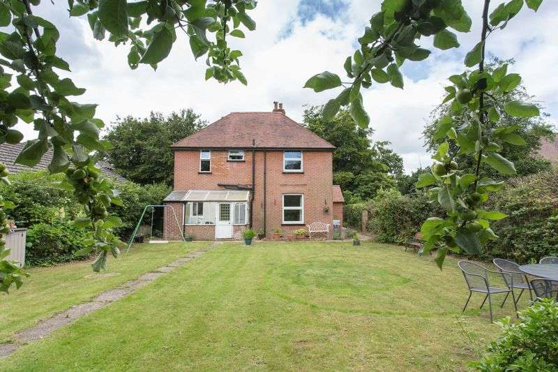 4 Bedrooms Detached House for sale in West Ashling Road, Hambrook, Chichester