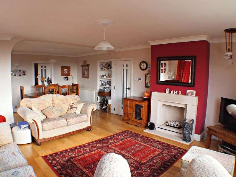 3 Bedrooms Flat for sale in St. Marychurch Road, Torquay