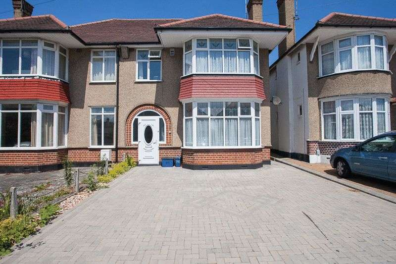 3 Bedrooms Semi Detached House for sale in Woodgrange Drive, Thorpe Bay Borders