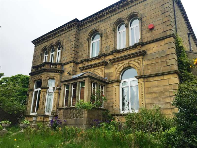 4 Bedrooms Detached House for sale in Causeway Side, Linthwaite, Huddersfield, HD7 6HA