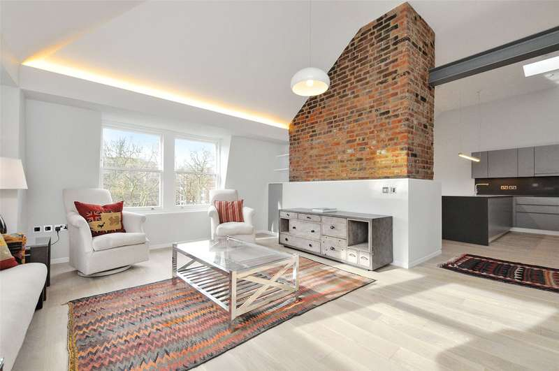 3 Bedrooms Flat for sale in Charterhouse Square, London, EC1M