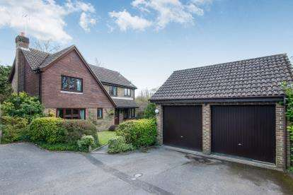4 Bedrooms Detached House for sale in Badger Farm, Winchester, Hampshire