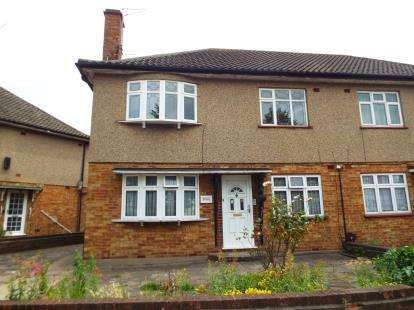 2 Bedrooms Maisonette Flat for sale in Newbury Park, Ilford, Essex