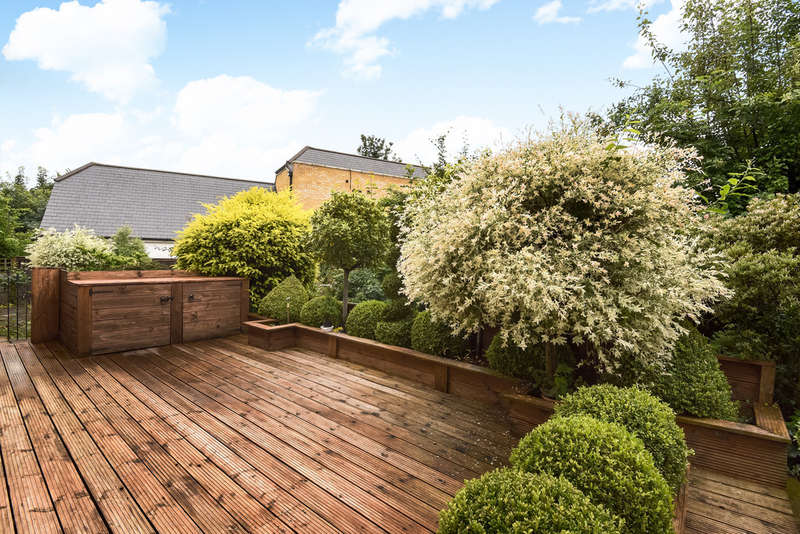 2 Bedrooms Ground Flat for sale in The Green, Winchmore Hill