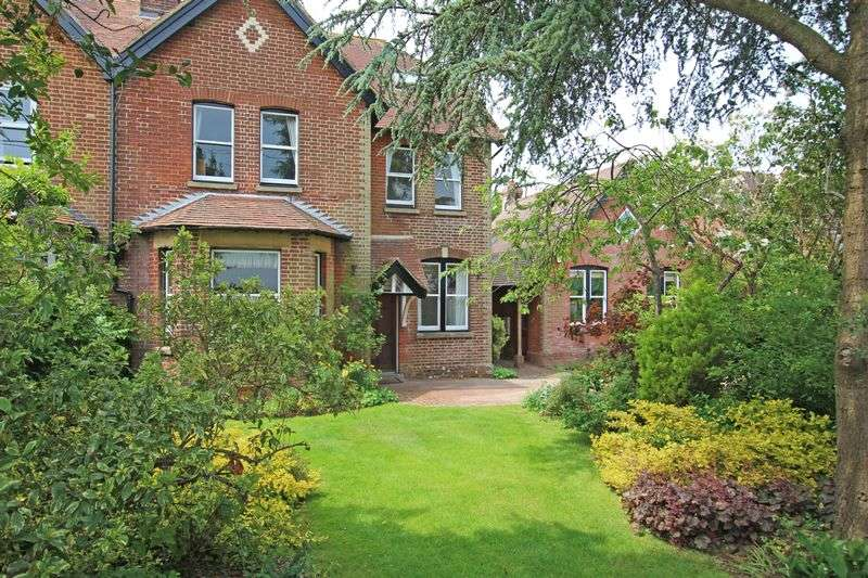 6 Bedrooms Semi Detached House for sale in Woodfalls