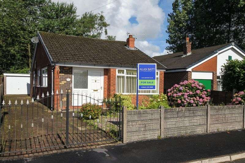 2 Bedrooms Detached Bungalow for sale in Ashfield Drive, Aspull