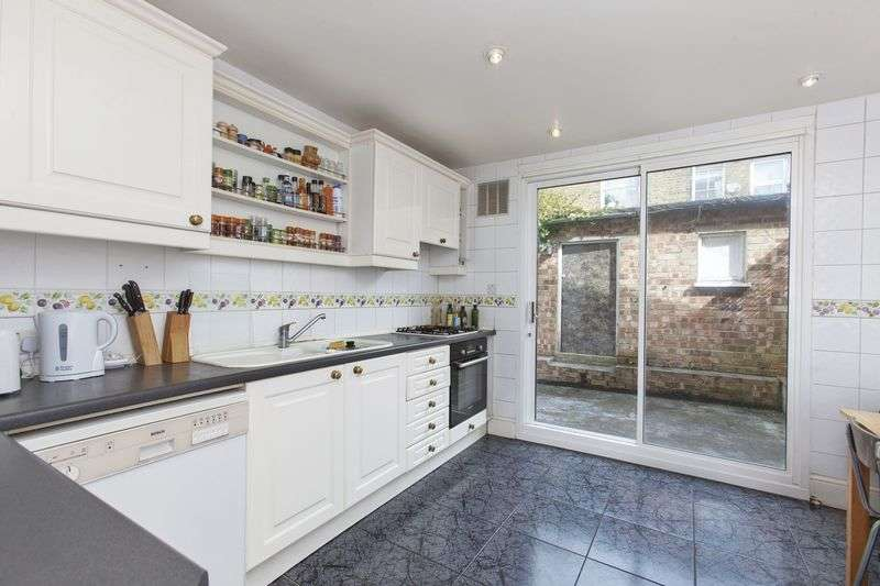4 Bedrooms House for sale in Glengall Road ,Kilburn London NW6