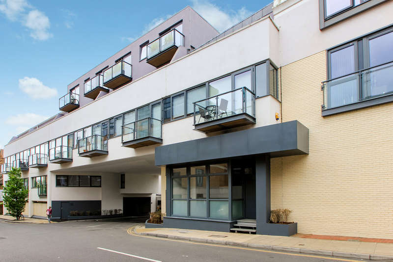 1 Bedroom Ground Flat for sale in St Mary's Road, Surbiton