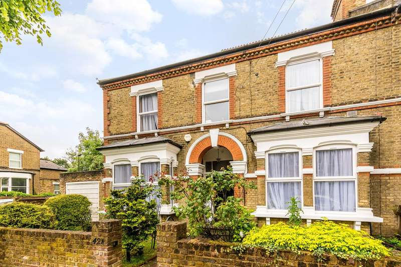 3 Bedrooms Flat for sale in St Stephens Road, Hounslow, TW3