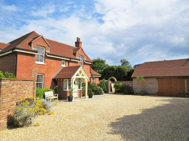 4 Bedrooms Detached House for sale in Barton Common Lane, NEW MILTON, BH25
