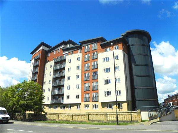 1 Bedroom Apartment Flat for sale in Aspects Court, Slough