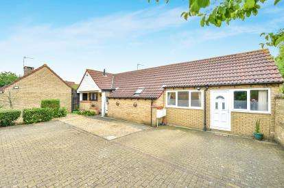 3 Bedrooms Bungalow for sale in Vellan Avenue, Fishermead, Milton Keynes, Buckinghamshire