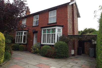 4 Bedrooms Detached House for sale in Lindfield Estate South, Wilmslow, Cheshire