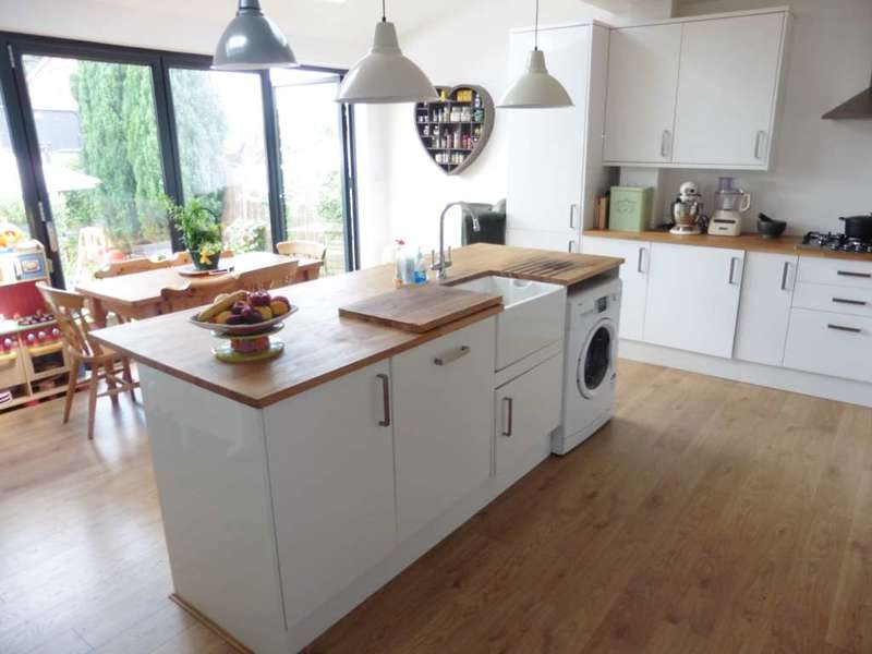 3 Bedrooms End Of Terrace House for sale in Fleetwood Way, South Oxhey