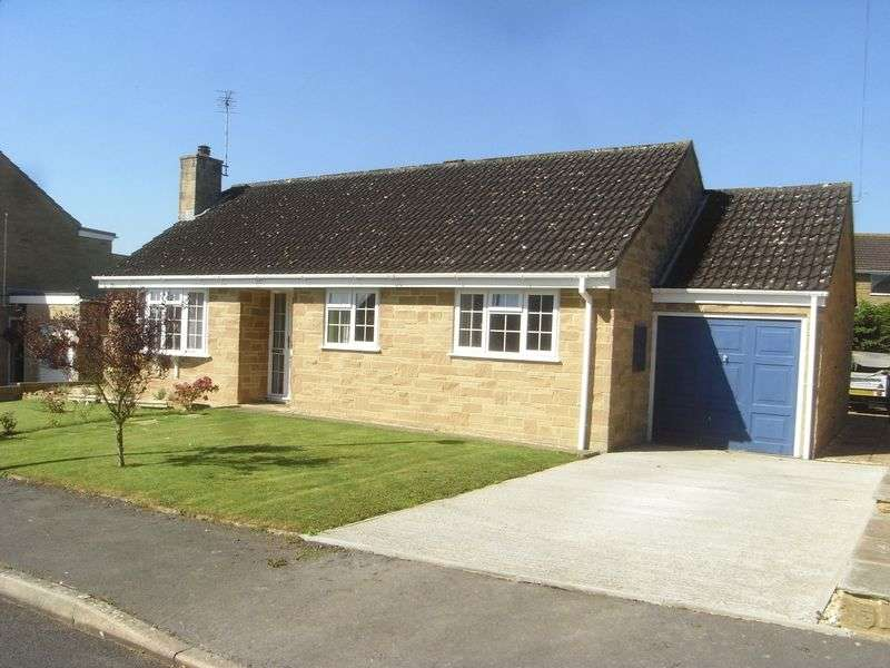 3 Bedrooms Detached Bungalow for sale in Greys Road, Merriott
