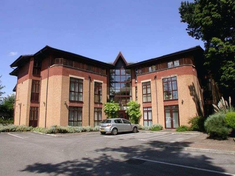2 Bedrooms Flat for sale in CHEADLE HULME (MOSELEY ROAD)