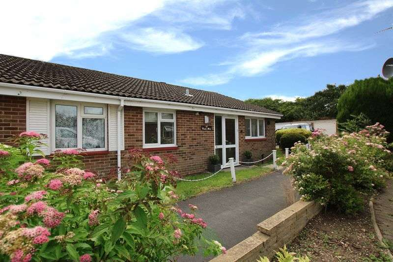 2 Bedrooms Semi Detached Bungalow for sale in St. Annes Close, West Cheshunt