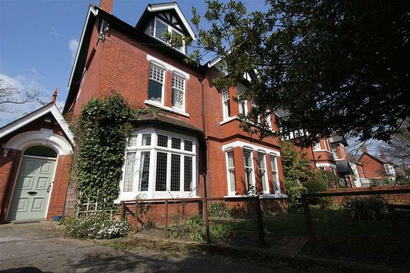 2 Bedrooms Flat for sale in Victoria Road, Penarth