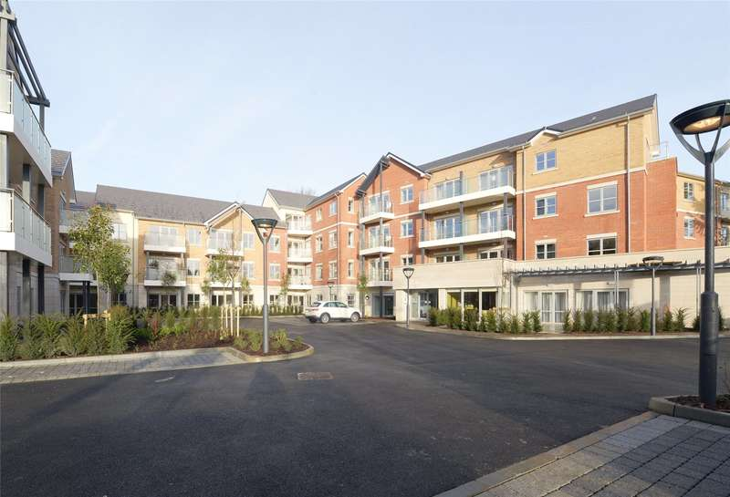 2 Bedrooms Flat for sale in Oatlands Drive, Weybridge, Surrey, KT13