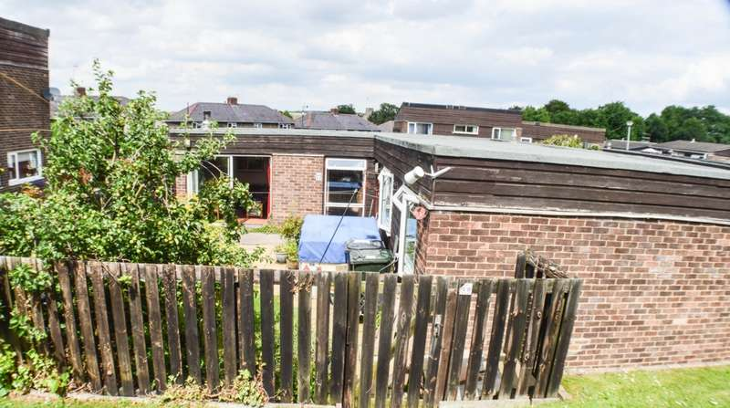 3 Bedrooms Bungalow for sale in Castle Close, Prudhoe, NE42