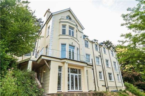 2 Bedrooms Flat for sale in Archers Court Stonestile Lane, TN35