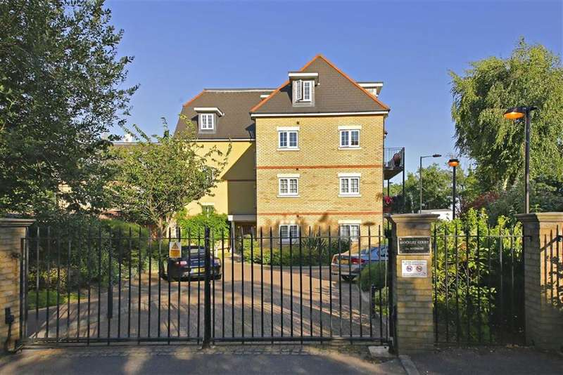 2 Bedrooms Flat for sale in Brockley Court, Winchmore Hill, London
