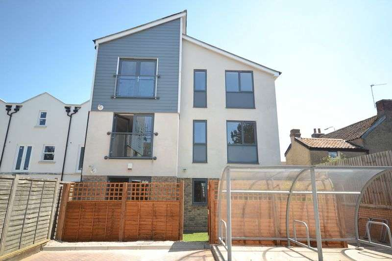 2 Bedrooms Flat for sale in Portland Street, Staple Hill, Bristol