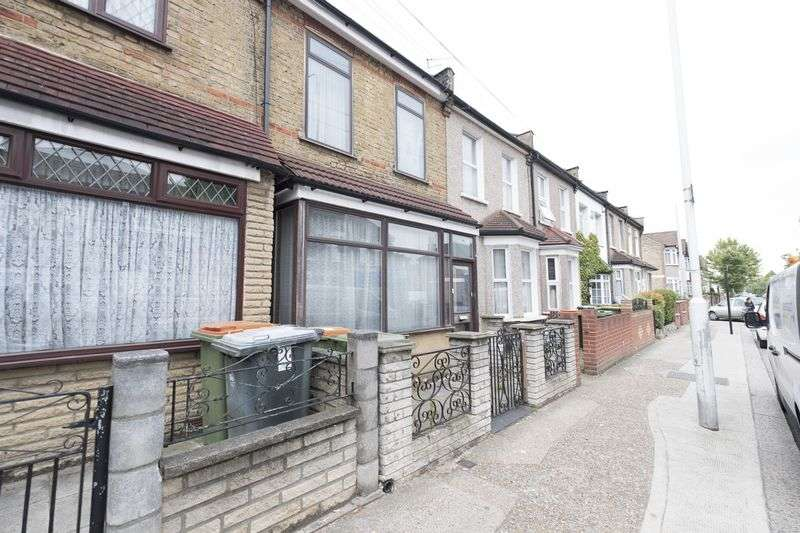 3 Bedrooms Property for sale in Park Avenue, London