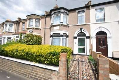 3 Bedrooms Terraced House for sale in Hamilton Road, Ilford