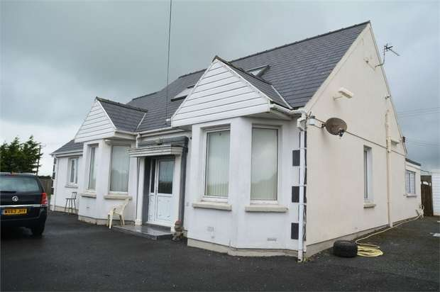 4 Bedrooms Detached Bungalow for sale in Waterston Road, Milford Haven, Pembrokeshire
