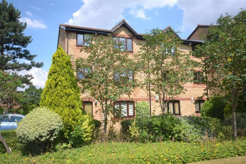 2 Bedrooms Property for sale in Courtlands Close, Watford, Herts, WD24