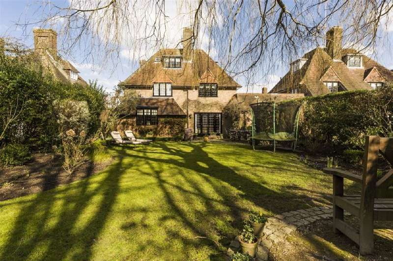 3 Bedrooms House for sale in Meadway Close, Hampstead Garden Suburb, NW11