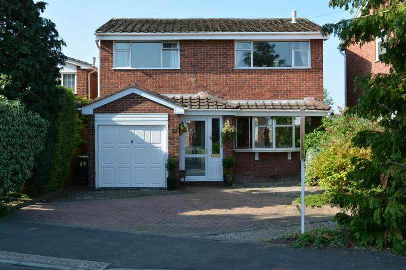 4 Bedrooms Detached House for sale in Thackeray Drive, Vicars Cross, Cheshire, CH3